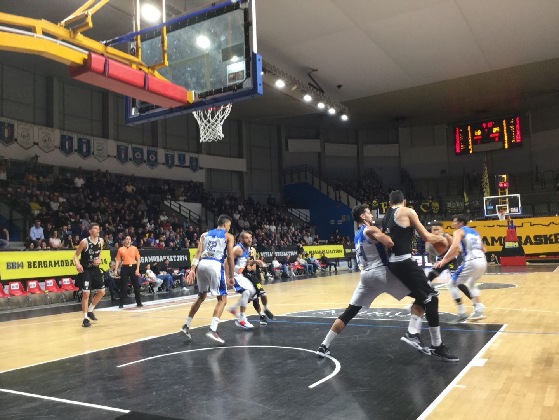 Bergamo in caduta libera, Napoli passa per 83-56 al PalaAgnelli - Bergamo & Sport